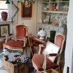 stil-inredning-butik-antikt-rokoko-fåtöljer-inspiration-ängelholm