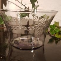 Glasskål, slipad växtdekor