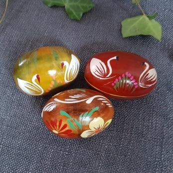 Handmålade påskägg i trä -