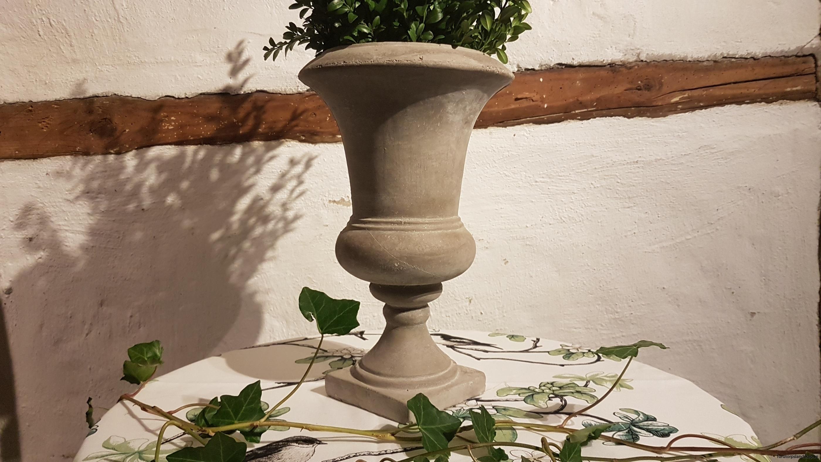 betong-urna-på-fot