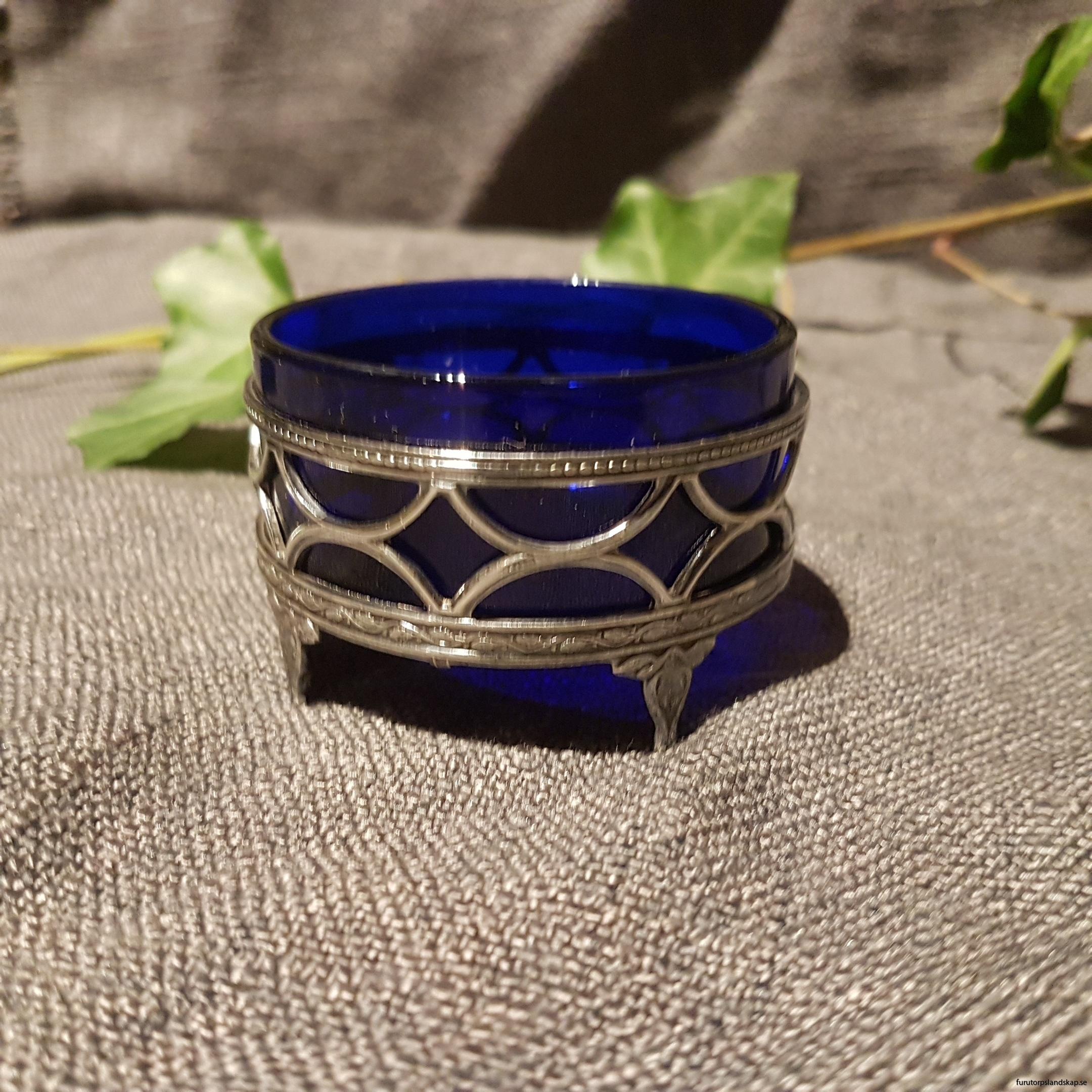 Saltkar i blått glas
