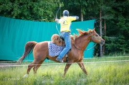 Boka in sista helgen i september redan nu! Då blir det Beridet bågskytte på Okna Ranch i Tystberga utanför Nyköping. Foto: cyroo.se