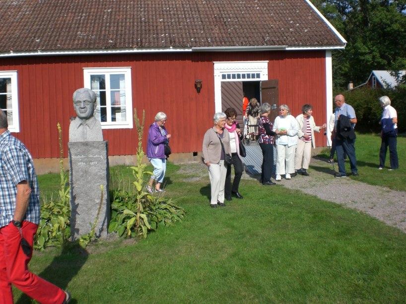 Vid skolan förelästes om Karl Oskars och Kristinas våndor inför resan till Nordamerikas FörentaStater och om Vilhelm Moberg