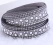 Läderarmband med strass & silverdetaljer - Ljusgrått armband med strass och silver detaljer