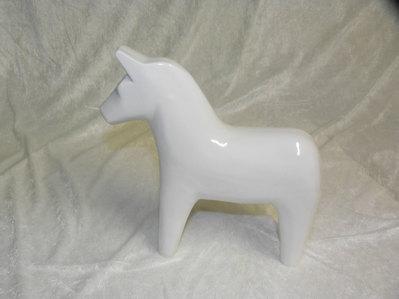 Stor häst vit blank.  395:-
