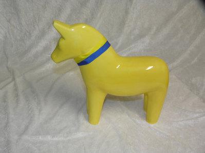 Sverige häst stor gul. Finns även som små hästar. Stor häst 395:-