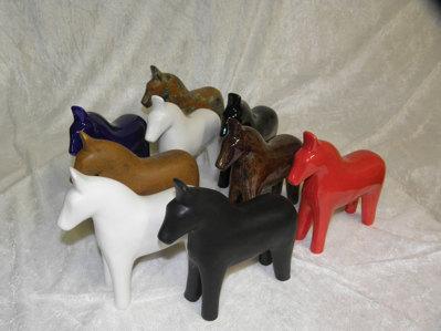 Små hästar olika färger.  195:- / st.