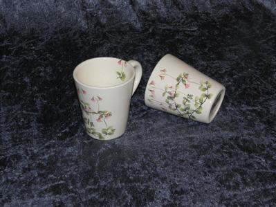 Kaffemugg med Linnéa, diam.  9 cm.  höjd 10 cm.  Pris: 139:-