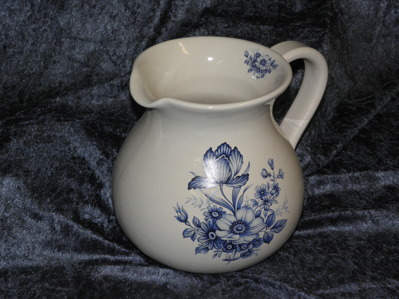 2 liters kanna med Blue Floral. 1 st kvar i lager.