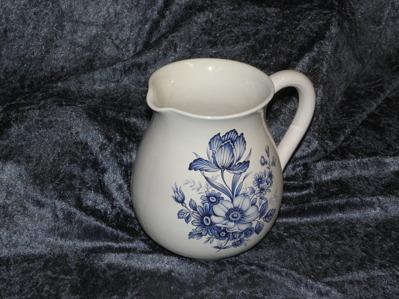 1 liters kanna med Blue Floral.  2 st. kvar i lager.