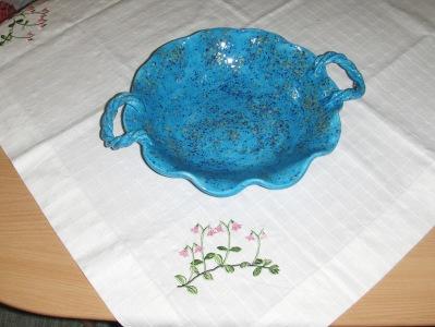 Fruktfat med handtag i blått, 30 cm. diam.  425:-
