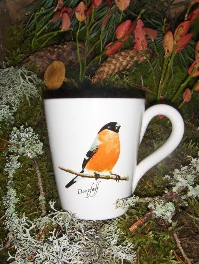 Bild-2  Fågelmugg med Domherre, höjd 10 cm.  Pris 139:-
