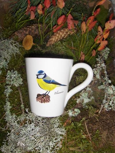 Bild-4  Fågelmugg med Blåmes, höjd 10 cm.  Pris 139:-