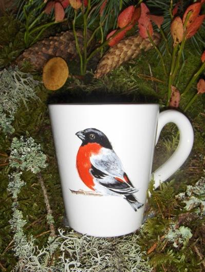 Bild-8  Fågelmugg med Domherre, höjd 10 cm.  Pris 139:-