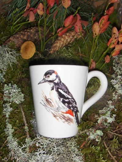 Bild-15  Fågelmugg med Större Hackspett, höjd 10 cm.  Pris 139:-