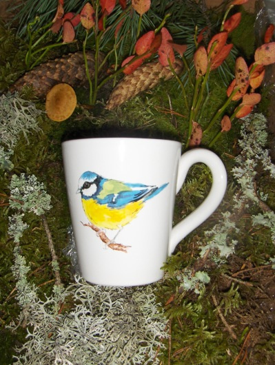 Bild-16  Fågelmugg med Blåmes, höjd 10 cm.  Pris 139:-