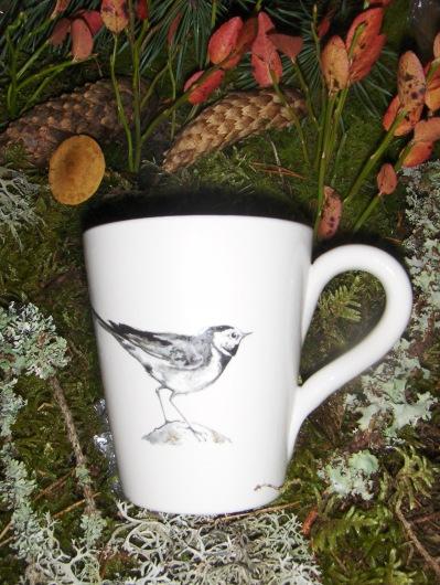 Bild-23  Fågelmugg med Sädesärla, höjd 10 cm.  Pris 139:-