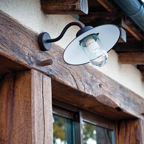 Stallampa för vägg och fasad - stallykta, by Roger Pradier - hos Alegni Interiors