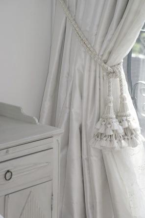 Klassisk gardinsömnad, måttbestälda fodrade sidengardiner - Alegni Interiors