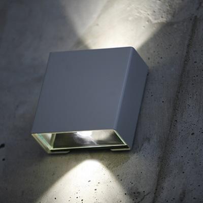 Utebelysning med upp och ned ljus, modell Klint  för vägg och fasad - Roge Pradier, hos Alegni Interiors