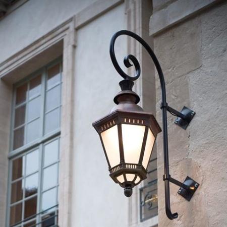 Magnifik utomhusbelysning för stora fastigheter, herrgård och hotell - Citadelle hos alegni.com