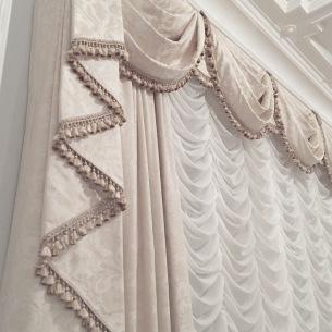 Klssisk gardinuppsättning med snörmakerier - Alegni Interiors Stockholm