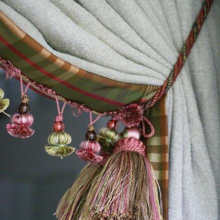 Fodrade sidengardiner med linnefoder - hos Alegni Interiors Stockholm