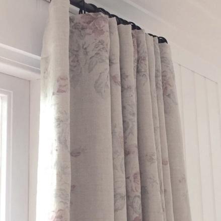 Beställ fodrade gardiner med mörkläggning, tyg Ralph Lauren Home- hos Alegni Interiors  Stockholm