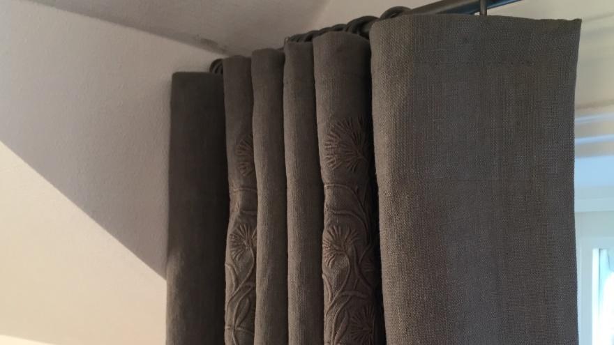 Fodrad gardin med mörkläggning - Alegni Interiors Stockholm