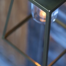 Modell Lampiok i mässing - modern utebelysning - hos Alegni Interiors Stockholm