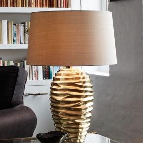 Bordslampa by Vaughan Designs - Bologna i mässing - beställ hos Alegni Interiors Stockholm