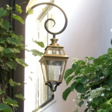 Utomhusbelysning - Kollektion Place des Vosges 3, modell 3, svängd arm, utelampa, klassisk utebelysning - Alegni Interiors