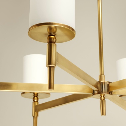 Detalj taklampa Stratton Chandelier i mässing, by Vaughan Designs - hos Alegni Design Interiors, Stockholm