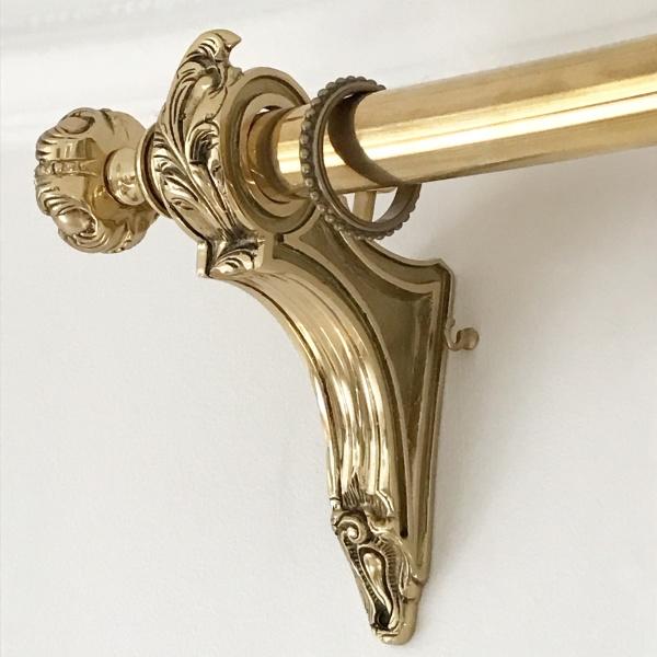Klassisk fransk gardinstång i mässing och krom - Kollektion Palace, från Houlès Paris - hos Alegni Design Interiors, gardinmakare i Stockholm
