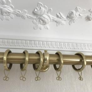 Måttbeställda gardinstänger - Mässing, smide och handmålat trä - Beställ hos Alegni Interiors Stockholm