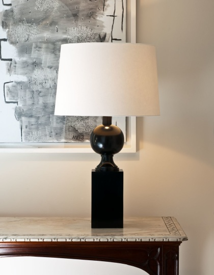 Bordslampa Woodville i nickel, by Vaughan Designs - hos Alegni Design Interiors, Stockholm