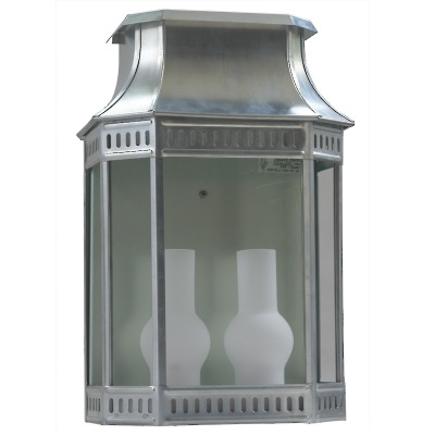 Klassisk utomhusbelysning - Kollektion Louis Philippe - Modell 2, väggapplik i rå zink - hos Alegni Interiors Stockholm