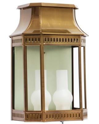 Klassisk utebelysning - Kollektion Louis Philippe - Modell 2, väggapplik i patinerad mässing - hos Alegni Interiors Stockholm