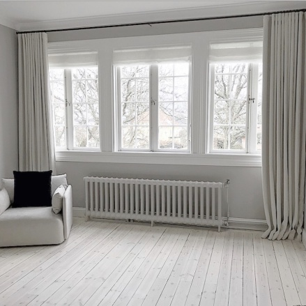 Måttbeställda gardiner, fodrade med mörkläggning - hos Alegni Interiors, Stockholm