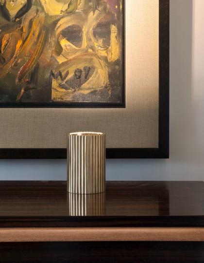 Liten bordslampa Cherinton Uplighter - mässing, brons och nickel - by Vaughan Designs - beställ hos Alegni Design Interiors, Stockholm