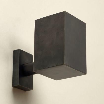 Liten vägglampa Upperford Wall Uplighter - spotlight - mässing och brons - by Vaughan Designs - beställ hos Alegni Design Interiors, Stockholm