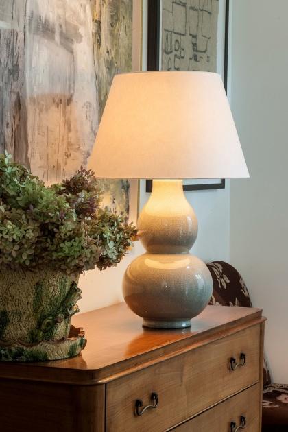 Bordslampa Avebury  - 6 st färger i glaserad keramik- by Vaughan Designs - beställ hos Alegni Design Interiors, Stockholm