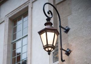 Manifik och stor utebelysning för vägg - Alegni Interiors Stockholm