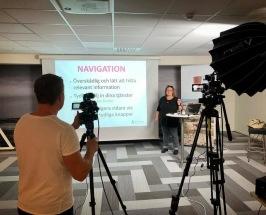 Föreläsare Anna Åxman föreläsare och håller kurser&orkshops om digital affärsutveckling, webbstrategi, on-page sökmotoroptimering SEO, hemsidor, värdskap på nätet och marknadskommunikation i sociala medier.