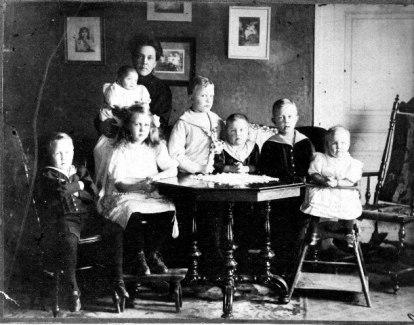 Anna Krantz född Stenhammar med sina barn