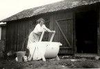 Farmor tvättar.