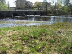 här låg den gamla träbron,den gick parallellt med stenvalvsbron