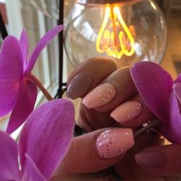 Gelenaglar även kallade lösnaglar och nagelförlängning