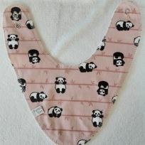Pandor på gammel rosa botten