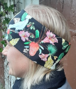 Kakaduva och blommor